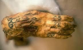 La breve historia del tatuaje se pierde en el tiempo.
