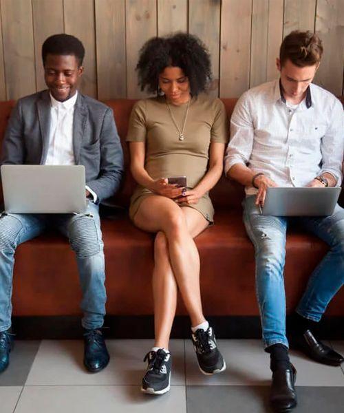 La letra de los millennials es social.