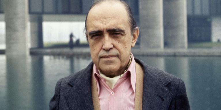 El análisis grafológico de Óscar Niemeyer es creativo.